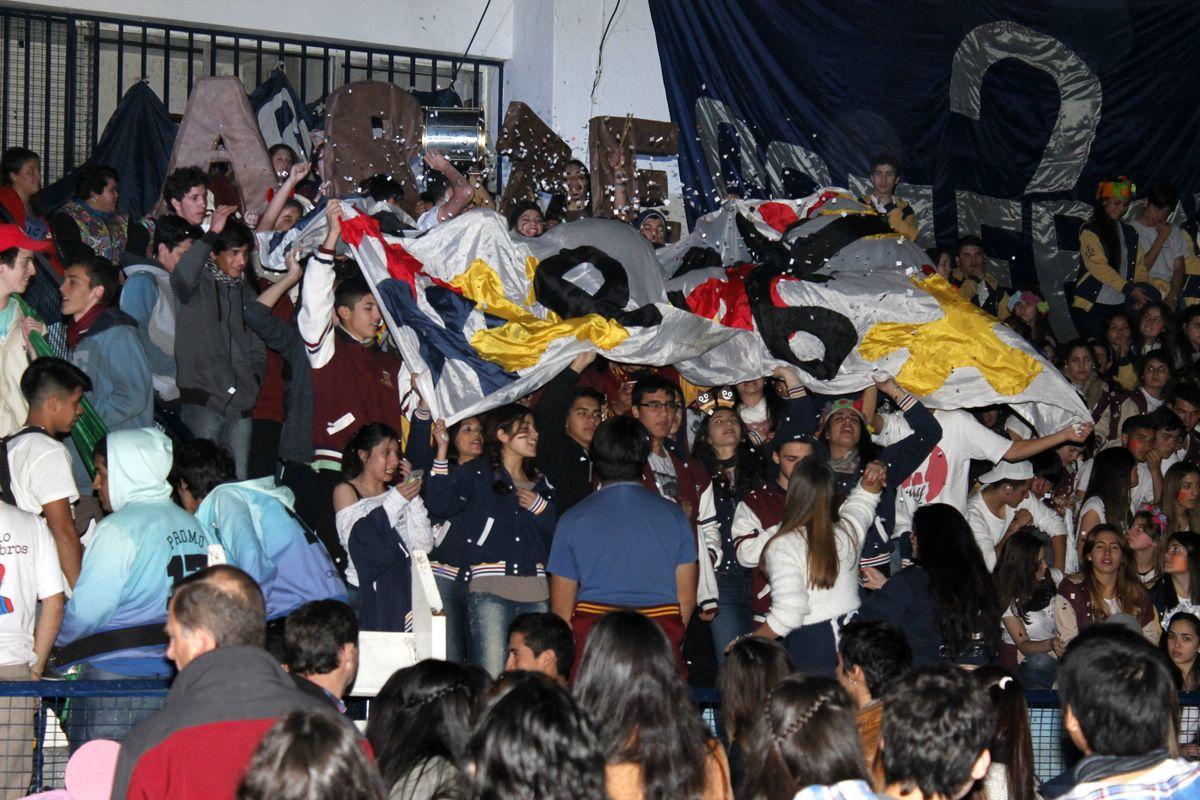 Los estudiantes coparon el Ferro con su primera fiesta de Hinchadas. PARTE 2