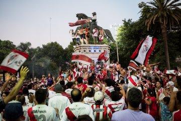 Festejo monumental en la plaza 25 de Mayo PARTE 2