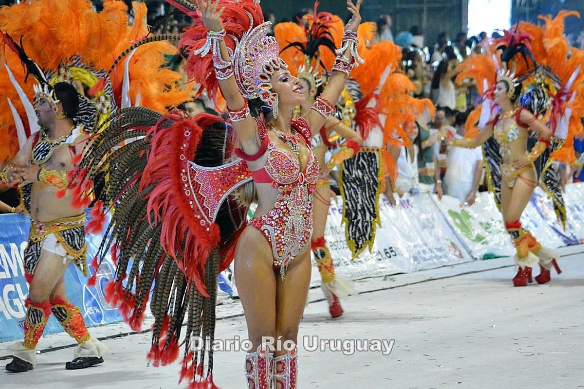 El paso de Bella Samba en la tercera noche del Carnaval de Concordia