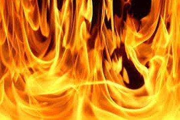 Un auto estacionado se prendió fuego en la madrugada
