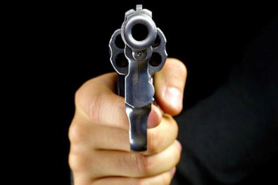 Amenazó con un revolver a otro conductor tras protagonizar un choque