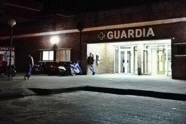 Un hombre ofuscado por esperar rompió un vidrio de la guardia del hospital Mavernat
