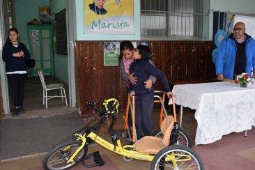 El niño chajariense Tomas Arévalo recibió su bicicleta adaptada de la Fundación Jean Maggi