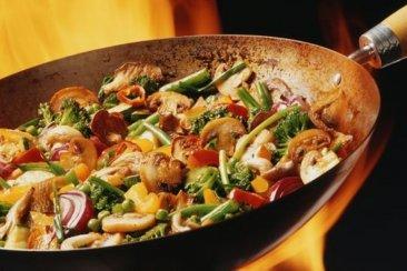 """""""Pollo al Wok con verduras"""" el plato light ideal para este invierno"""
