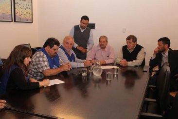 Con la firma de UPCN se oficializó el acuerdo salarial para los estatales