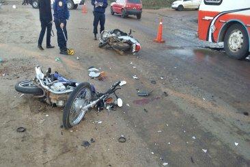 Dos motos chocaron de frente en avenida Presidente Illía