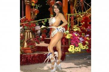 La concordiense Daiana Arlettaz volvió a calzarse las plumas y brilló al ritmo del carnaval