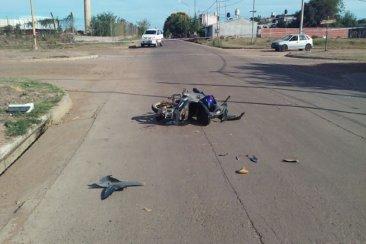 Un hombre fue hospitalizado tras sufrir un accidente con su motocicleta