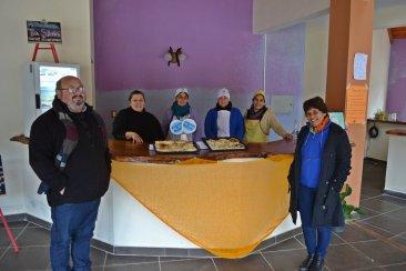 Emprendedores sociales aprovechan las vacaciones de invierno para vender en las termas
