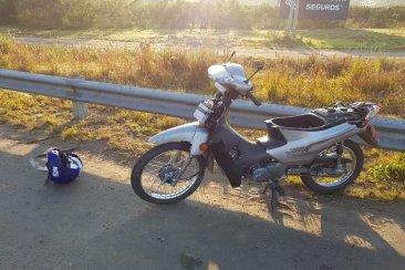 Un motociclista resultó lesionado tras ser impactado por un camión en la autovía 14