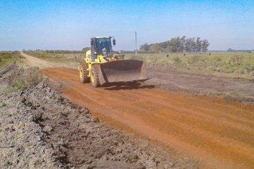 Vialidad provincial distribuye 1.500 metros cúbicos de ripio en caminos de la región