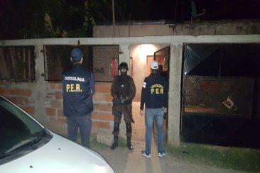 Dos allanamientos por narcomenudeo terminaron con secuestros y tres detenidos