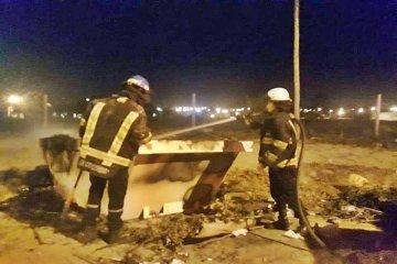 Los bomberos debieron actuar ante la quema reiterada de los volquetes