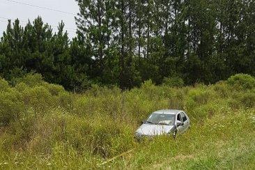 Una familia de turistas despistó con su automóvil en la autovía 14