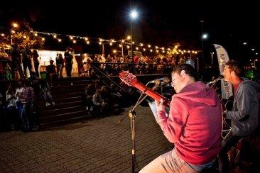 Música y gastronomía revivieron la zona del viejo balneario en la costanera