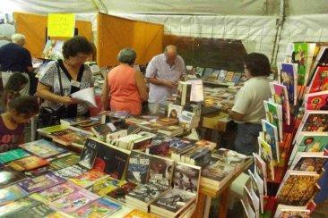 Federación invita a hacer un recorrido literario por su Feria del Libro Popular
