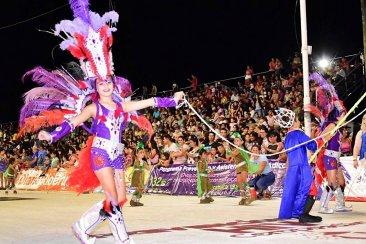 Los Pequeños Duendes colmaron de alegría y samba el Corsódromo