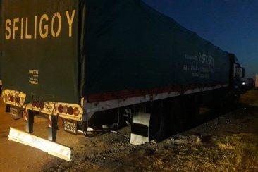 Un camionero paró a descansar en la autovía 14 y le robaron