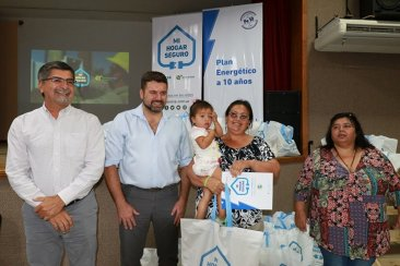 La provincia entregó kits para instalaciones domiciliarias a 50 familias de Federal